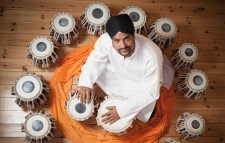 Mohinder-Mendi-Singh-with-tablas